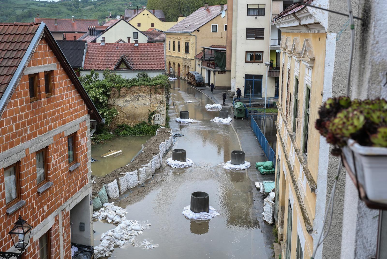 Vodostaj rijeke Une u Hrvatskoj Kostajnici napokon stagnira