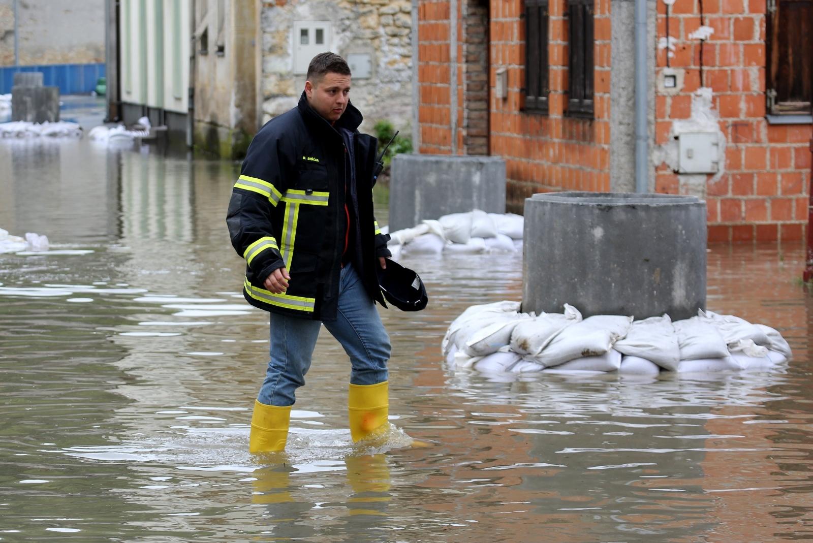 U petak se očekuje vrhunac vodenog vala u Jasenovcu