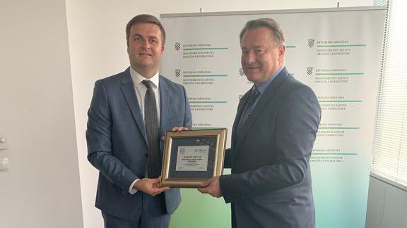 Župan Žinić uručio ministru Ćoriću Zahvalnicu za pokroviteljstvo utrke solarnih automobila