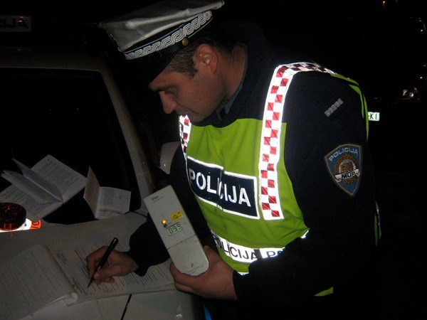 Muškarac u Lekeniku vozio s 1,86 promila alkohola u krvi