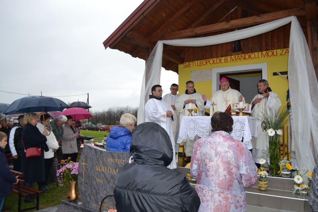 Biskup Košić blagoslovio novoizgrađenu kapelu u Gvozdu