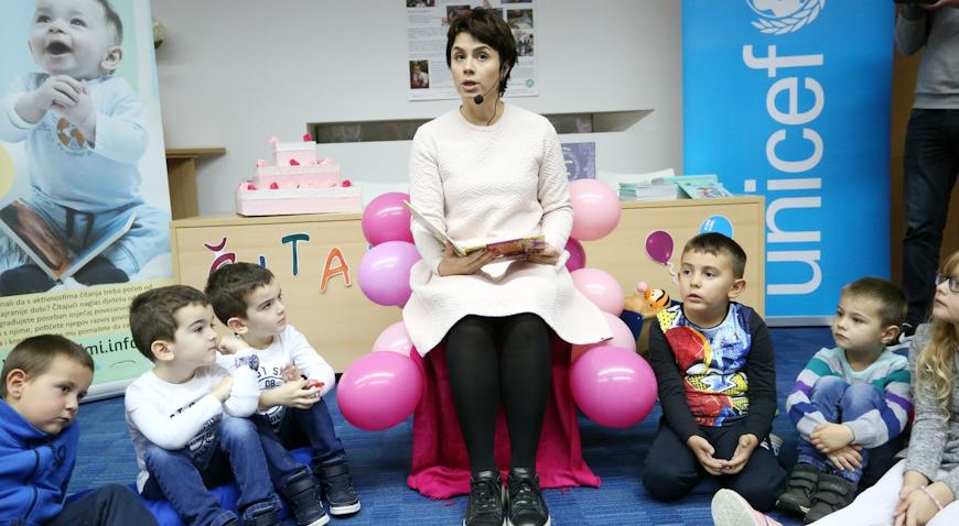 VIDEO: Glumica Mirna Medaković Stepinac čitala mališanima