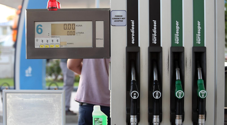 Benzin pojeftinio, cijena dizela ostala ista