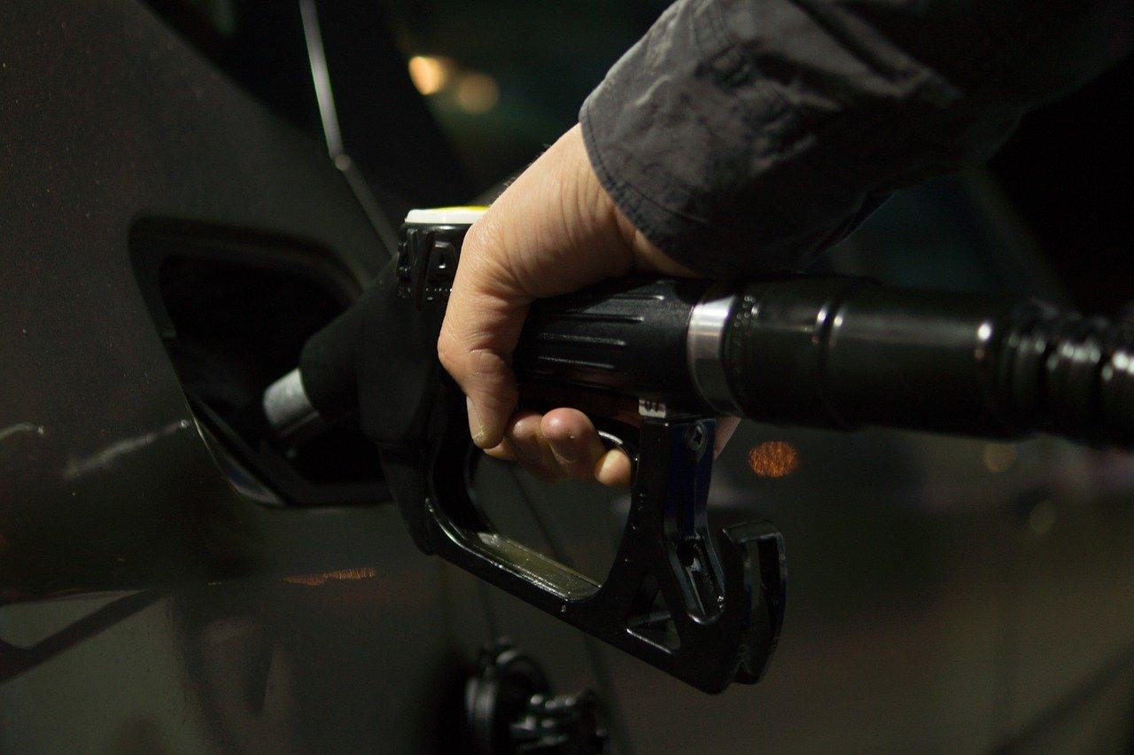 Iz parkiranih teretnih vozila istočio 950 litara goriva