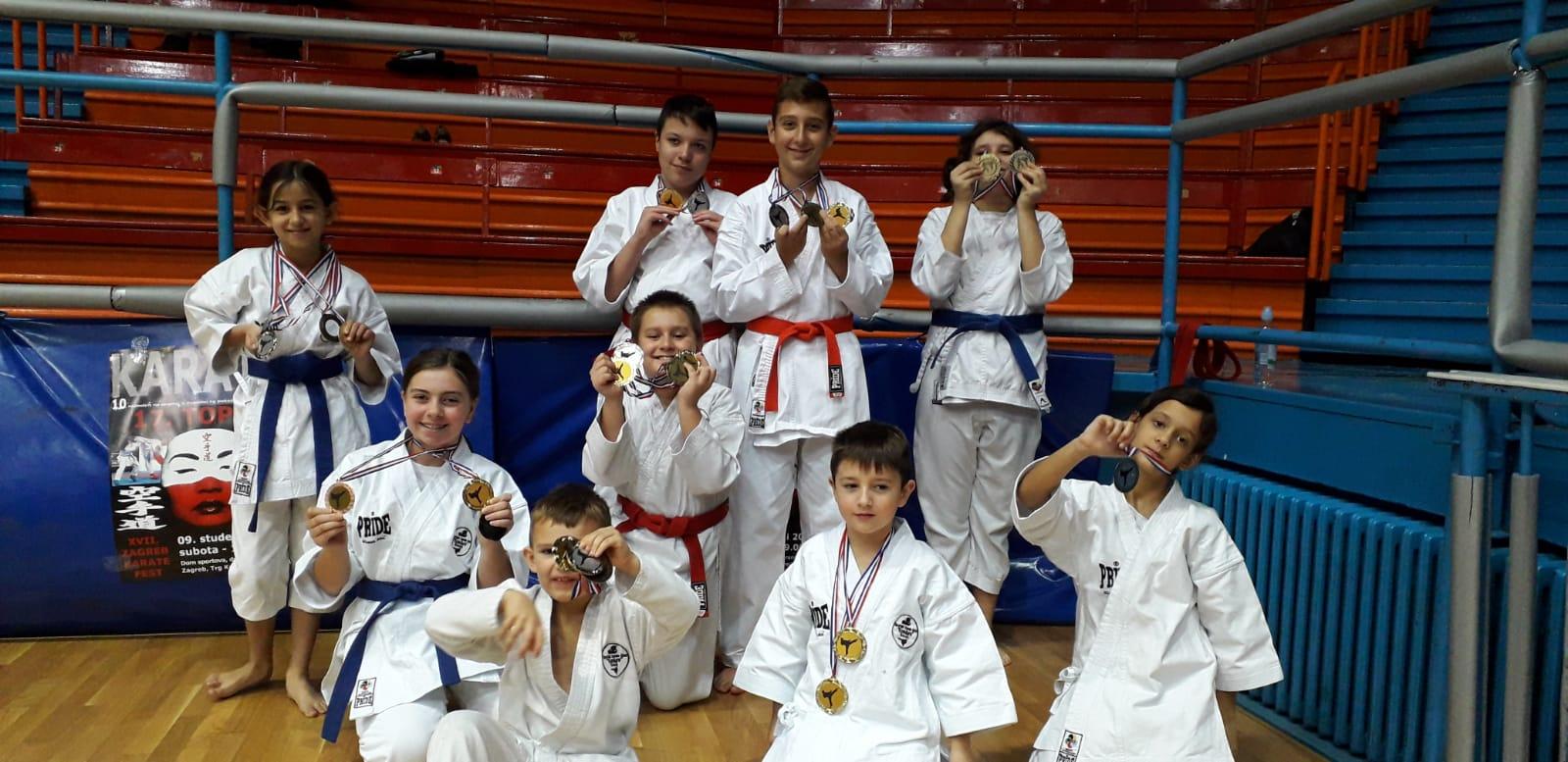 Sedamnaest novih medalja za karatiste Kondure